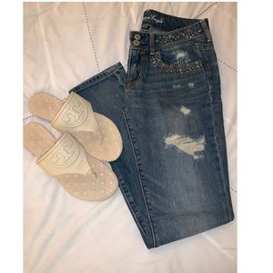 American Eagle Distressed Skinny Jeans! 💙